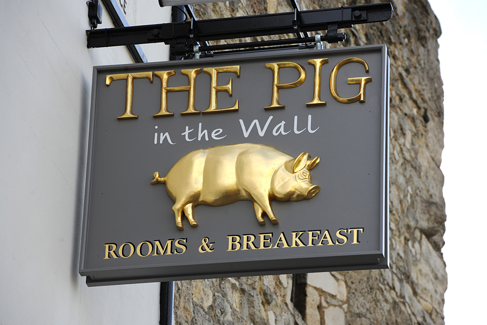 THE_PIG-in_the_wall_sign
