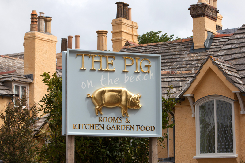 ThePig-Limewood-Hotel_sign